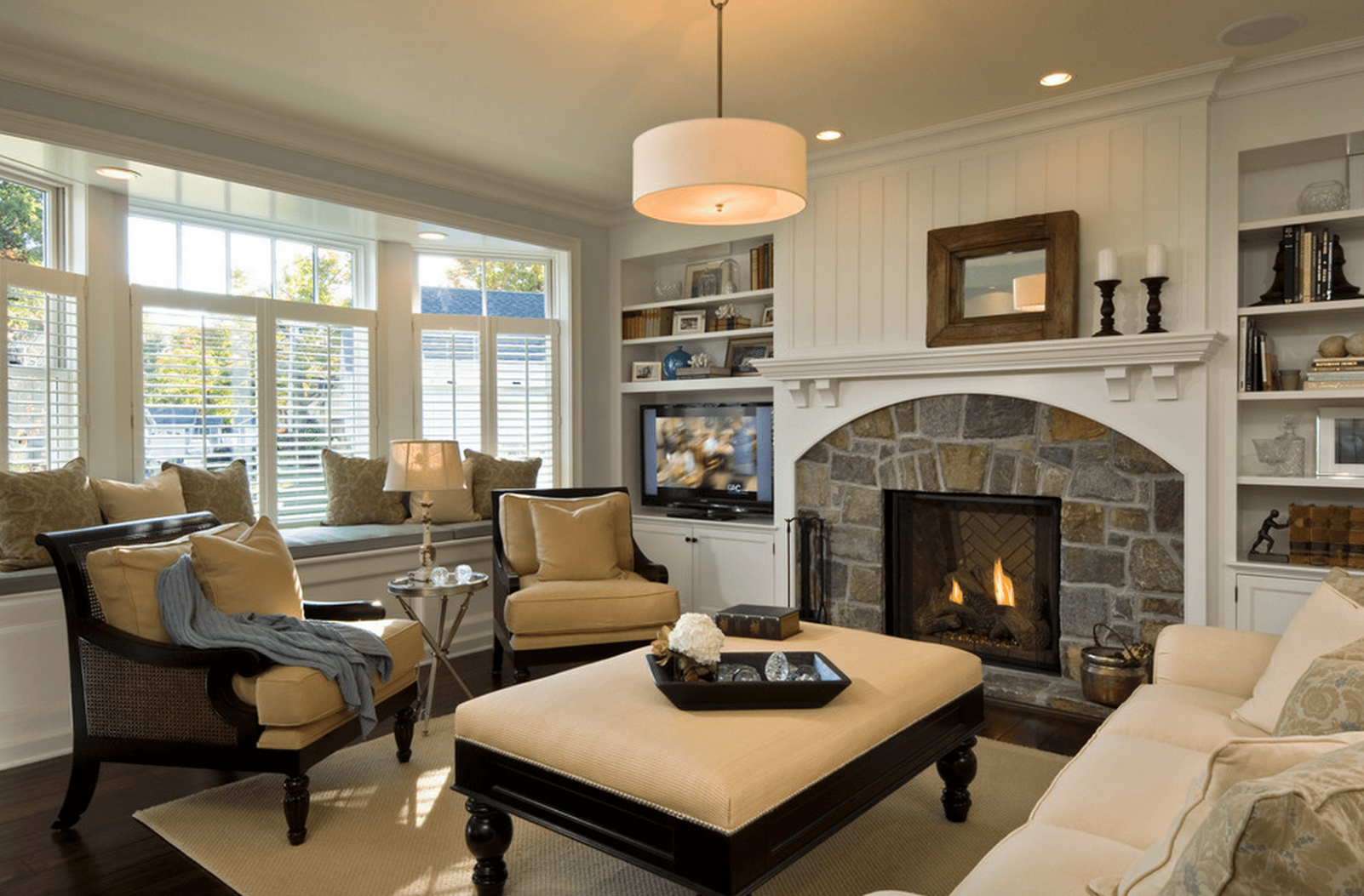 10 Beautiful Living Rooms With Fireplaces