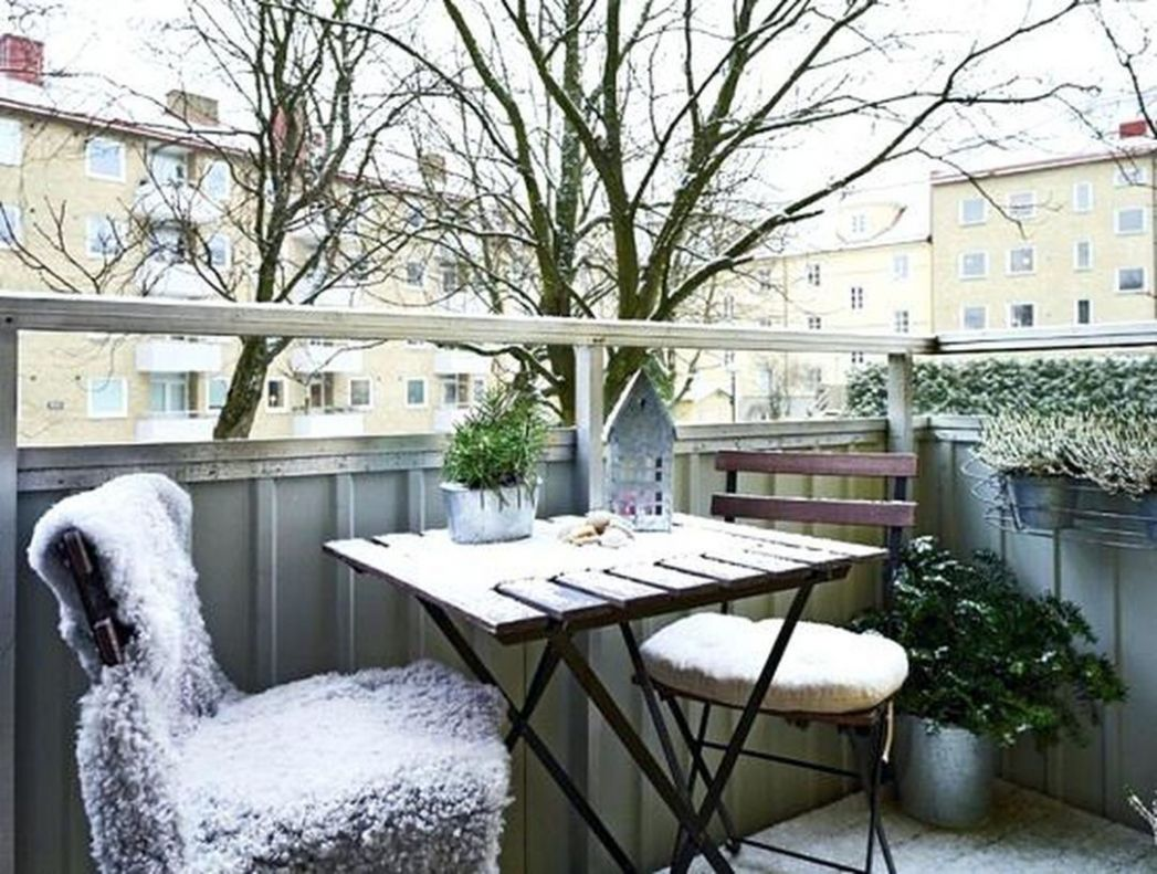 10+ Extraordinary Winter Balcony Decorating Ideas For Feel More ...