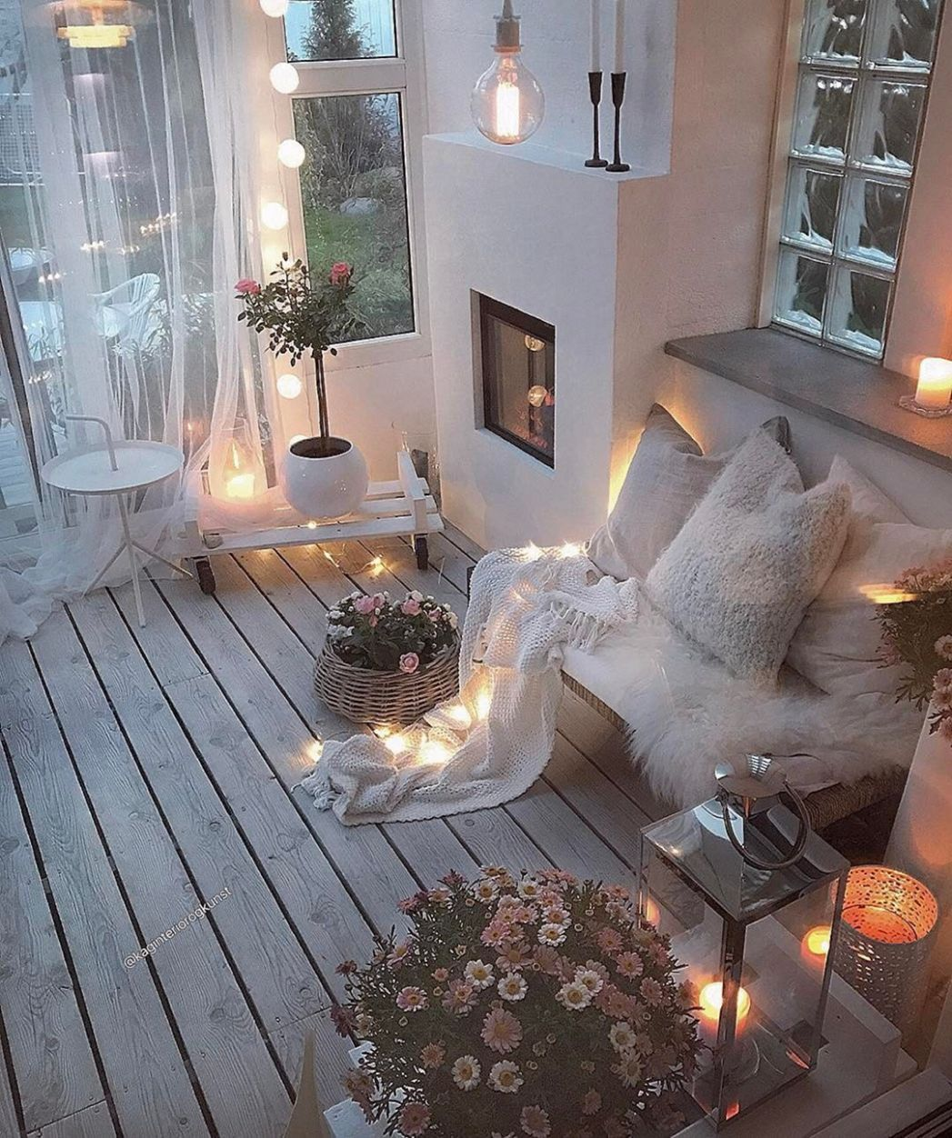 10 Incredible Winter Balcony Decorating Ideas To Make Comfortable ...
