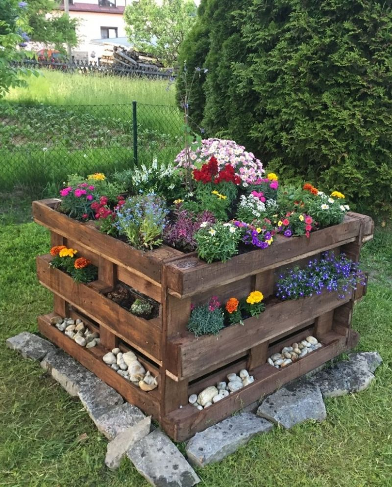 10 Low-Cost Garden Decor Ideas - garden ideas low cost