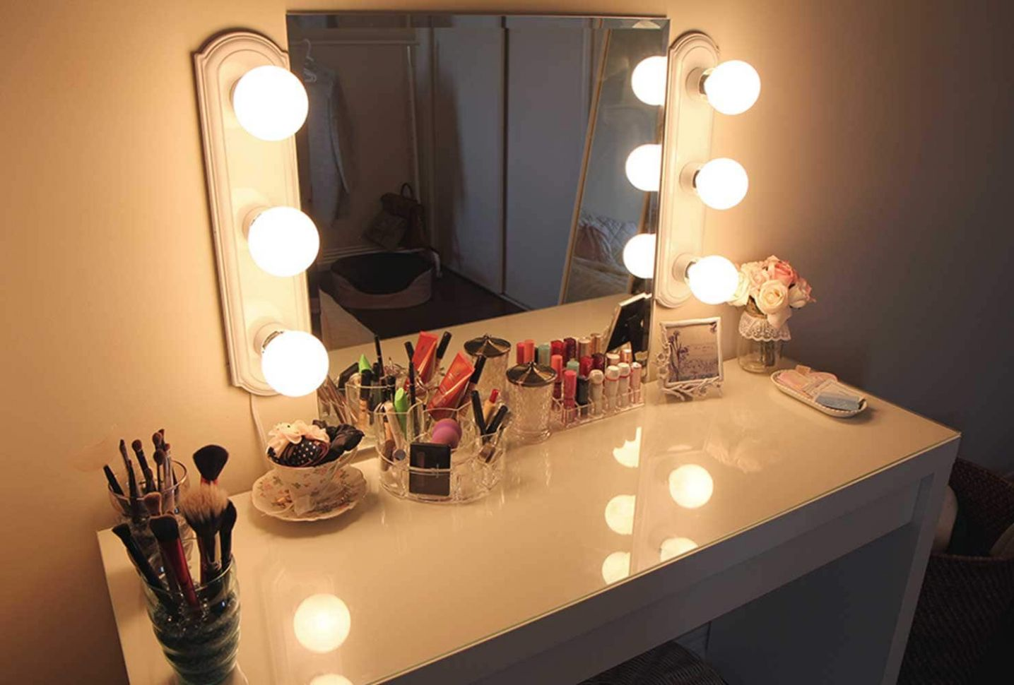 10 Makeup Room Ideas To Brighten Your Morning Routine | Shutterfly - makeup room lights