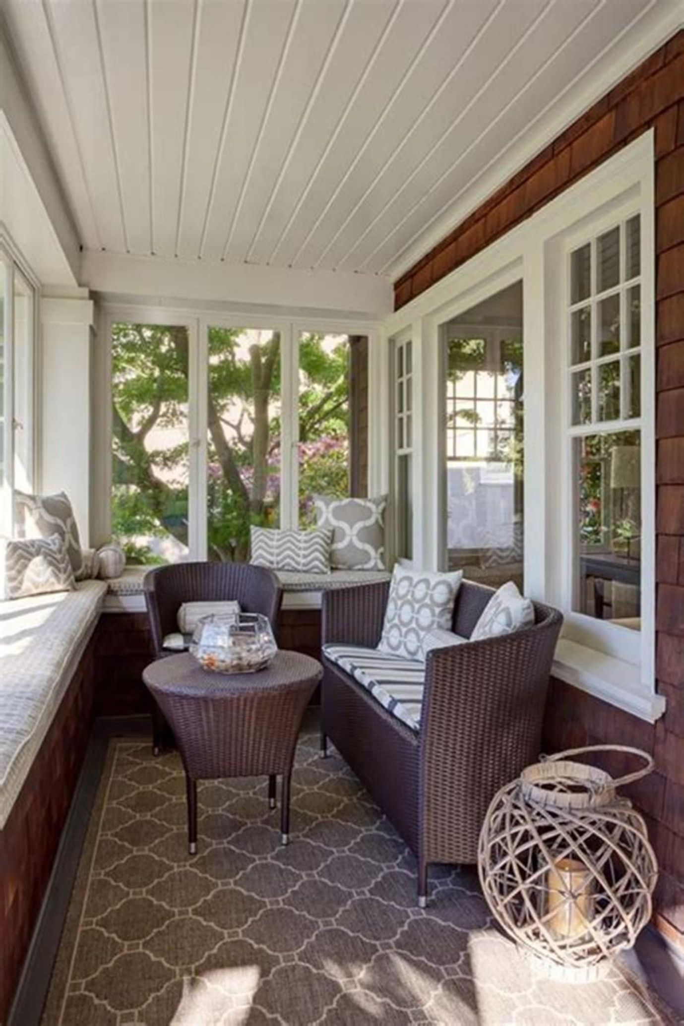 10 Stunning Sunroom Decor and Design Ideas | Small sunroom ..