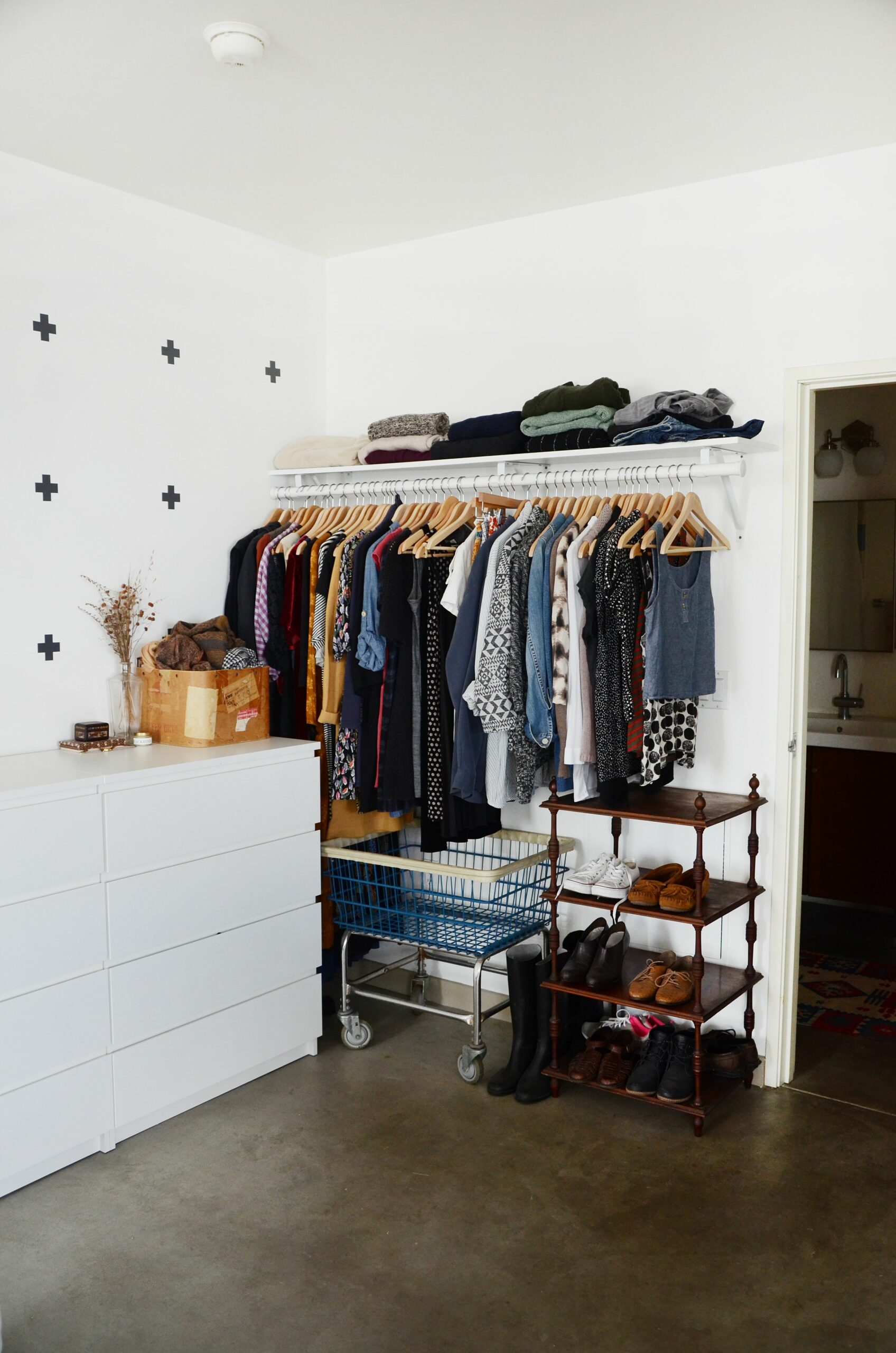 10 Ways to Organize a Bedroom With No Closets | Apartment Therapy