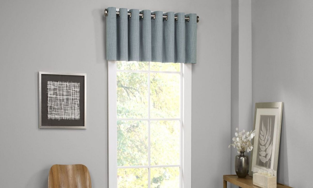 10 Window Valance Styles That Look Great in Any Living Room ..
