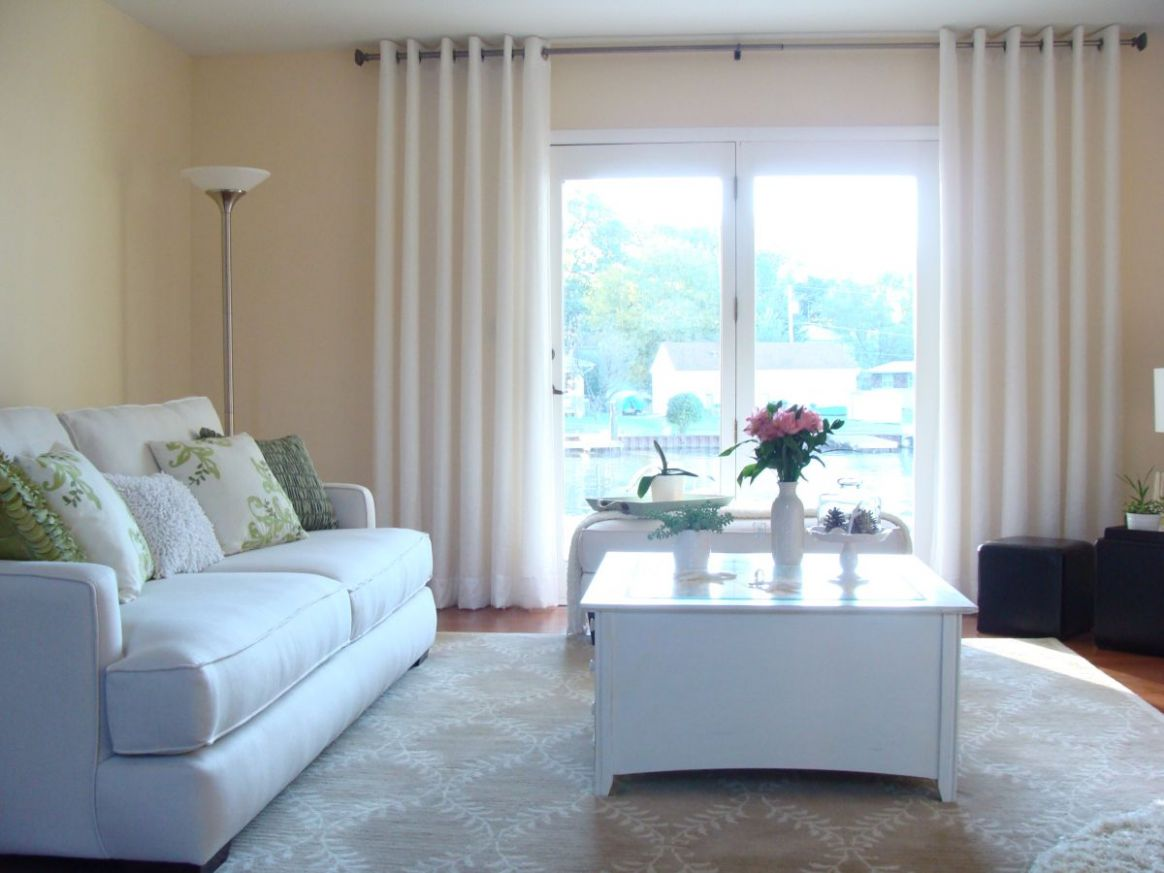 11 Different Living Room Window Treatments - window blind ideas for living room