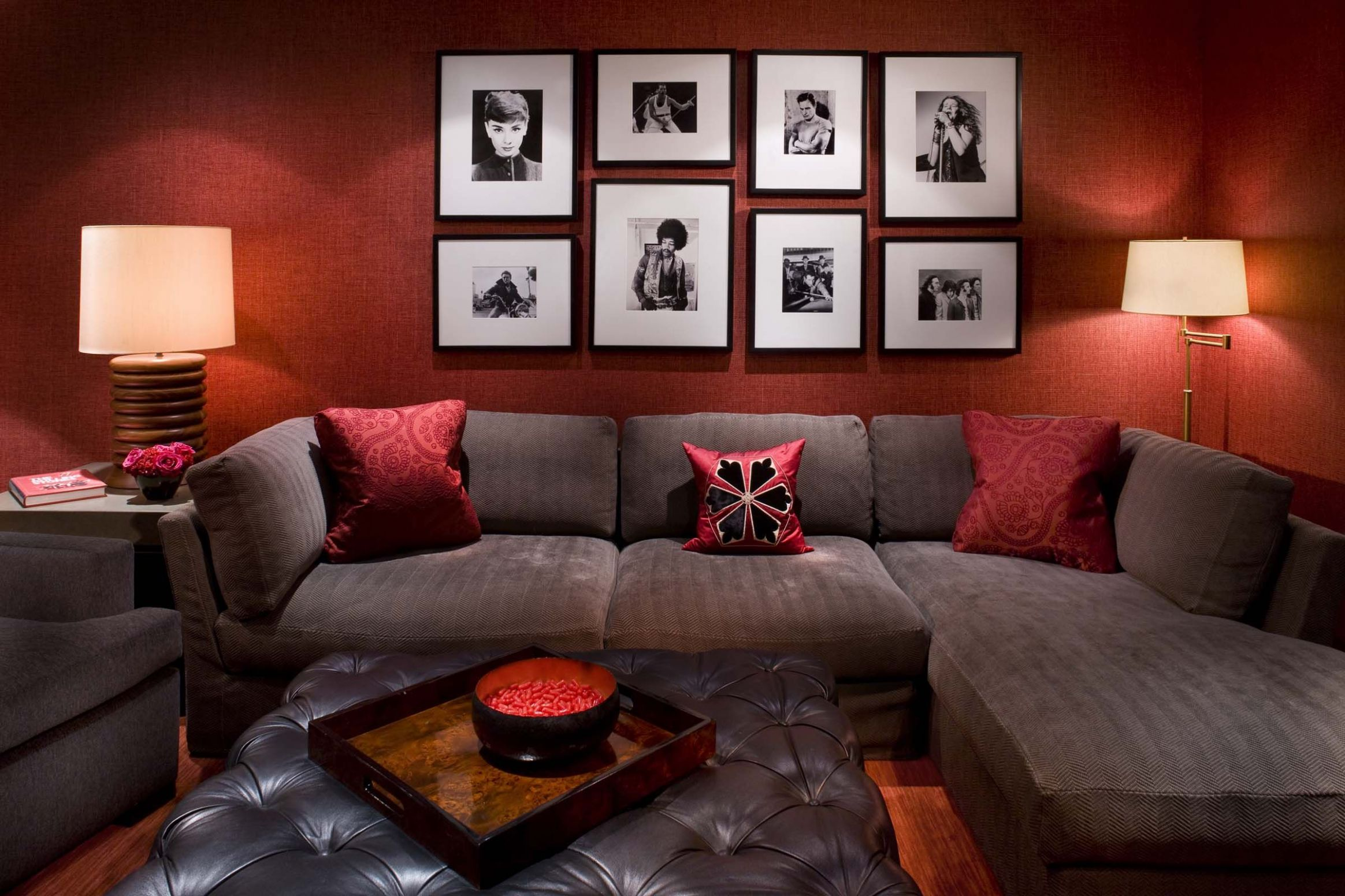 11 Examples Of Wall Decorations For Living Room | Red living room ..