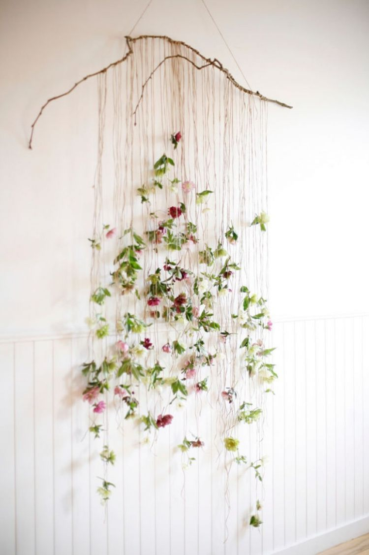 11 Floral DIY Spring Garland to Spruce Up Space - GODIYGO.COM