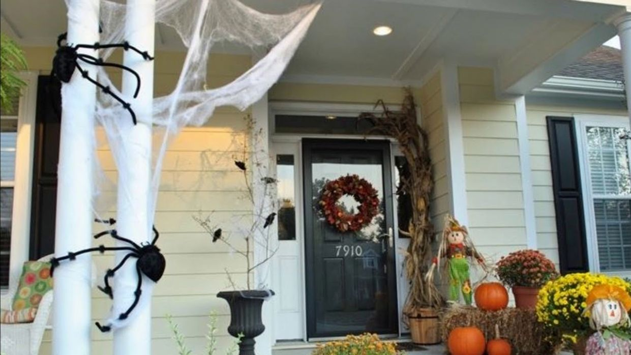 11 Halloween Front Porch Ideas 11 - front porch decor halloween