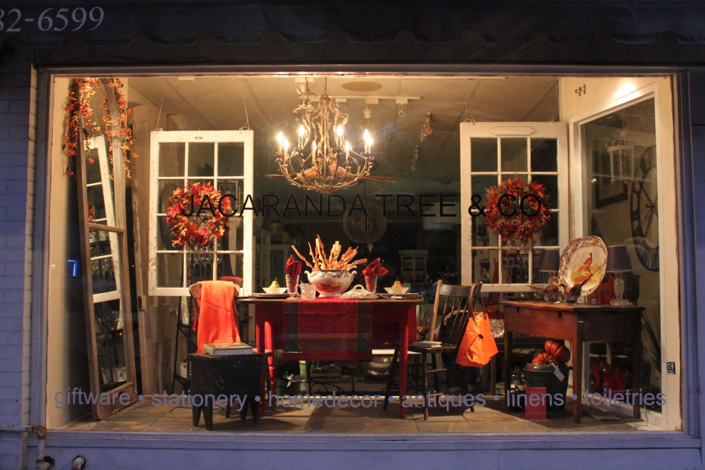 11 Thanksgiving Window Display | Fall store displays, Storefront ..