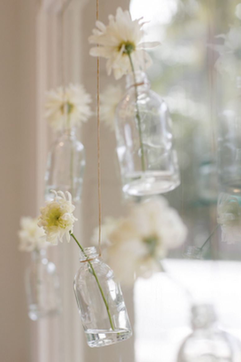 11 Window Design Ideas with Vase Flower Ornament | Hanging vases ...