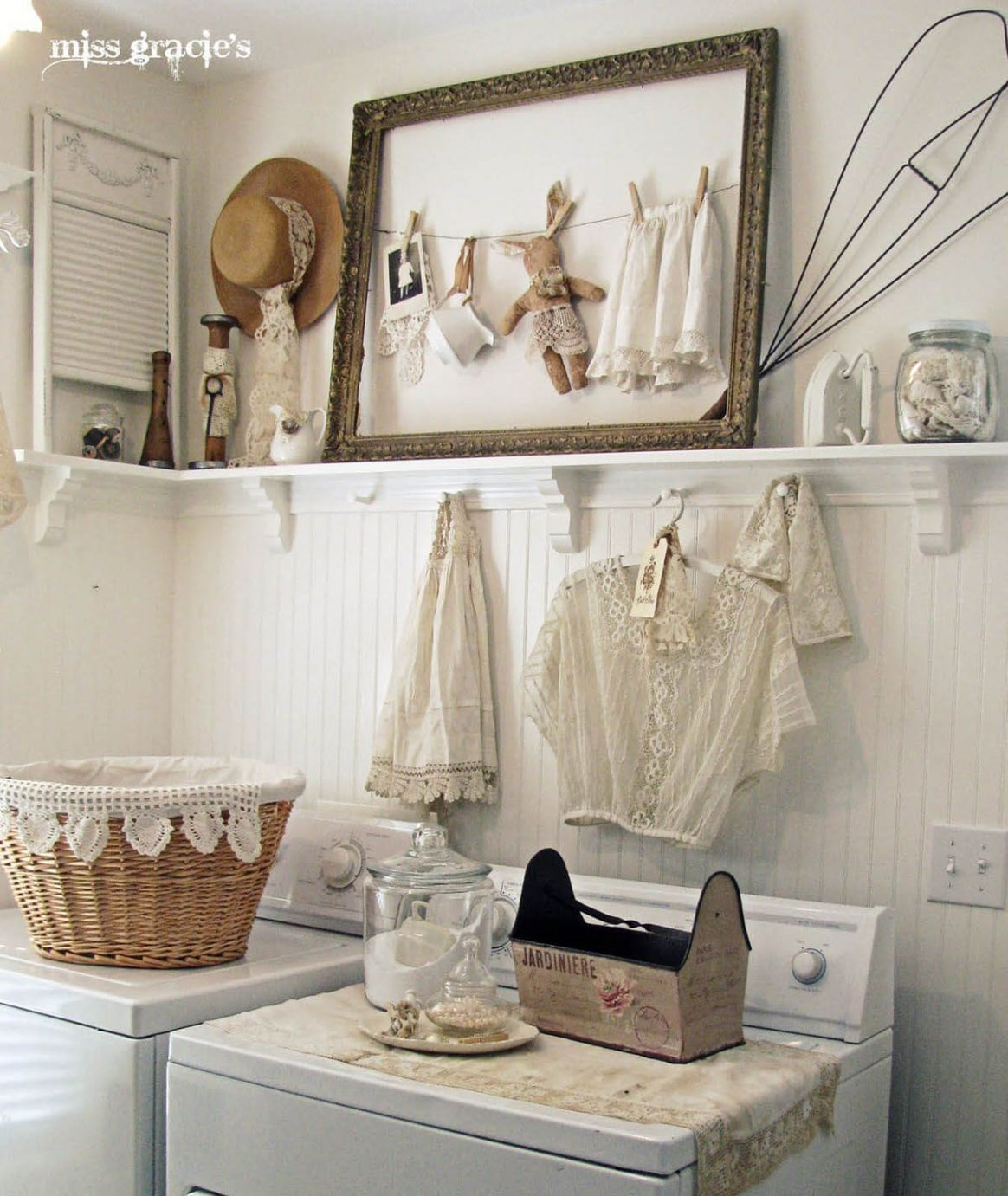 12 Best Vintage Laundry Room Decor Ideas and Designs for 12 - laundry room art ideas