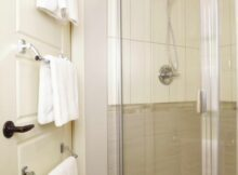 12 Ideas Where To Put Towels In A Small Bathroom You Need To Know ...