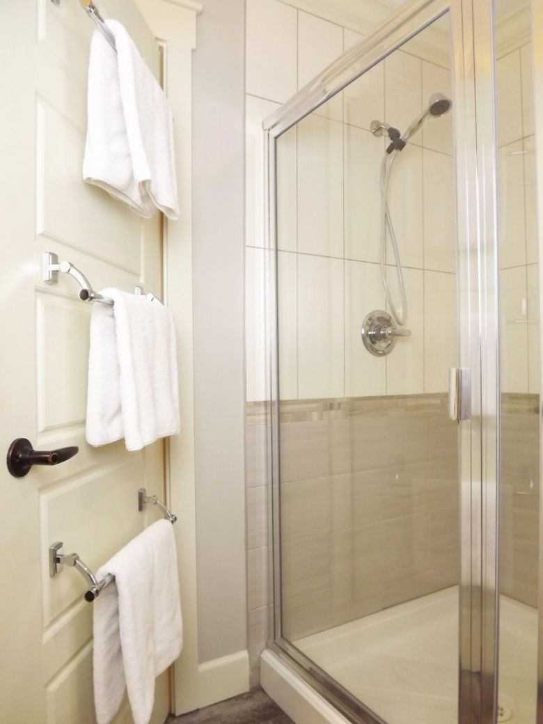 12 Ideas Where To Put Towels In A Small Bathroom You Need To Know ..