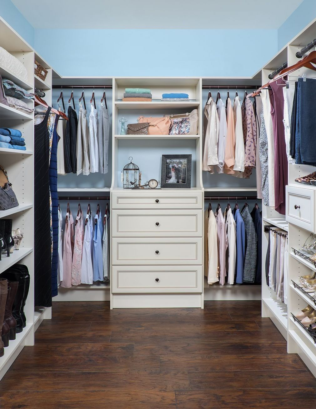 12 Small Walk in Closet Ideas and Organizer Designs (With images ..