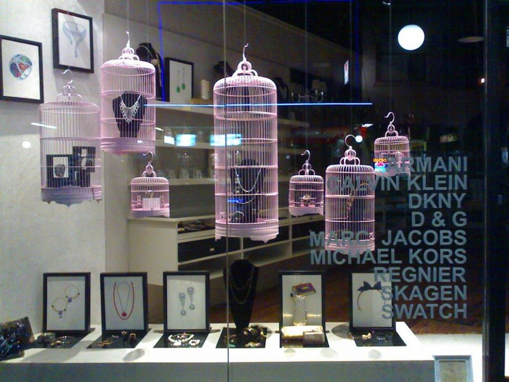 12 Tips for How to Design Your Retail store   Store window ...