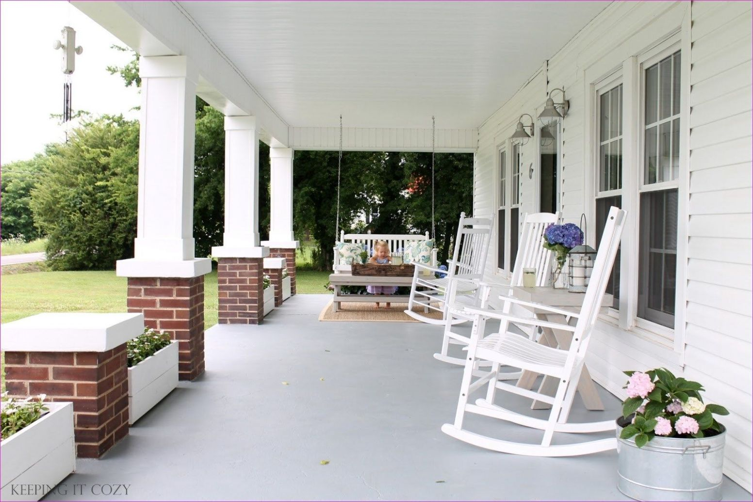 8 Awesome Brick Front Porch Decor Ideas   Front porch decorating ..