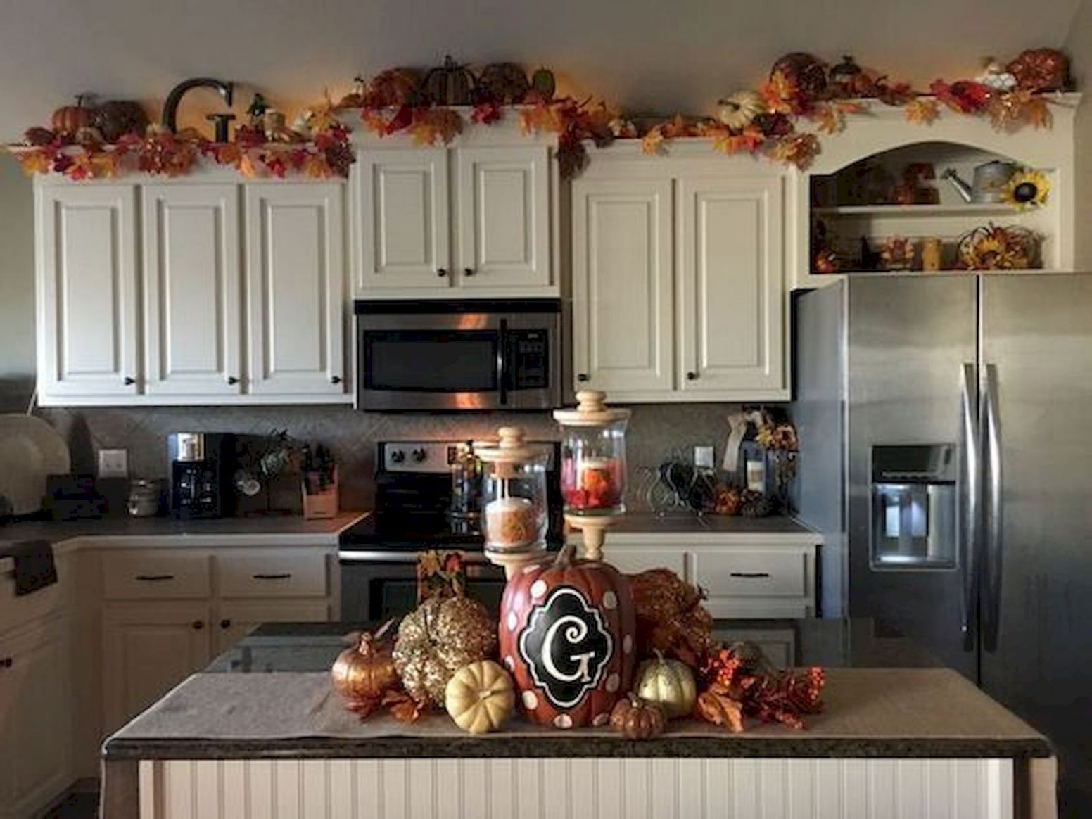 8 Gorgeous Halloween Kitchen Cabinets Decor Ideas (8) - artmyideas