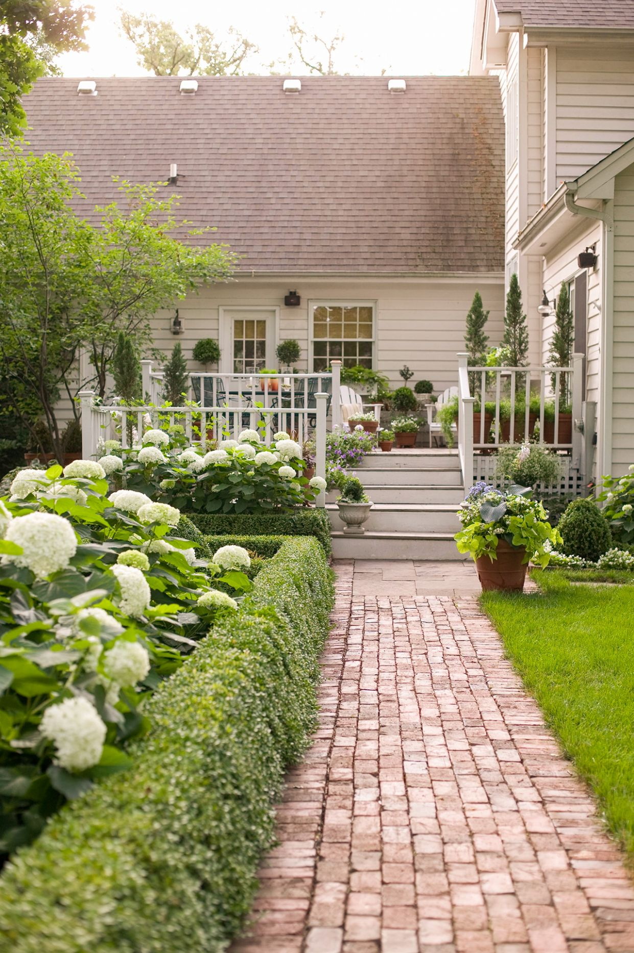 8 Simple Solutions for Small-Space Landscapes | Better Homes ...