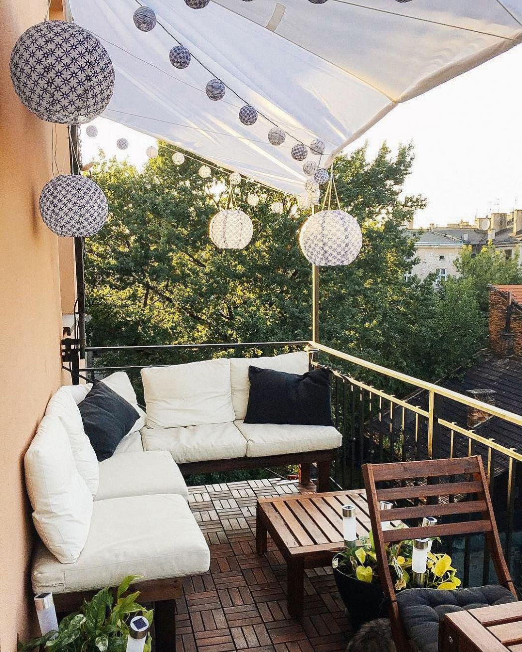 8 Ways to Make the Most of Your Tiny Apartment Balcony - balcony ideas furniture