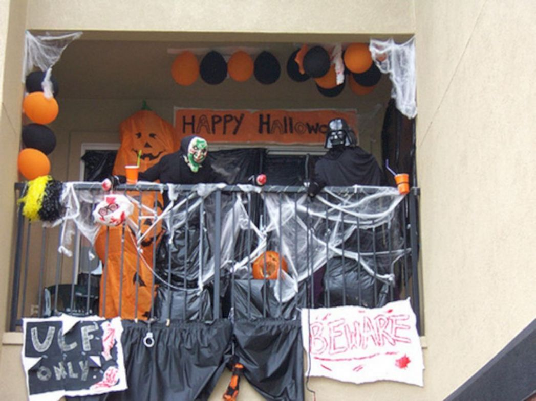 9 Awesome Apartment Balcony Decorations For Amazing Halloween Day ...