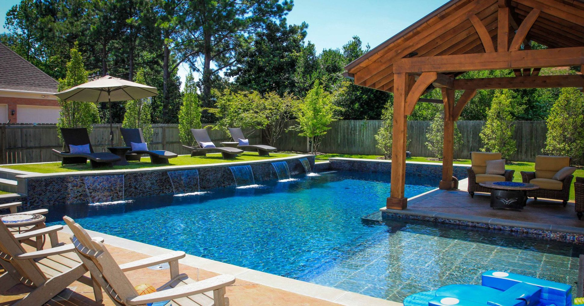9 Backyard Pool Ideas for the Wealthy Homeowner | Small backyard ..