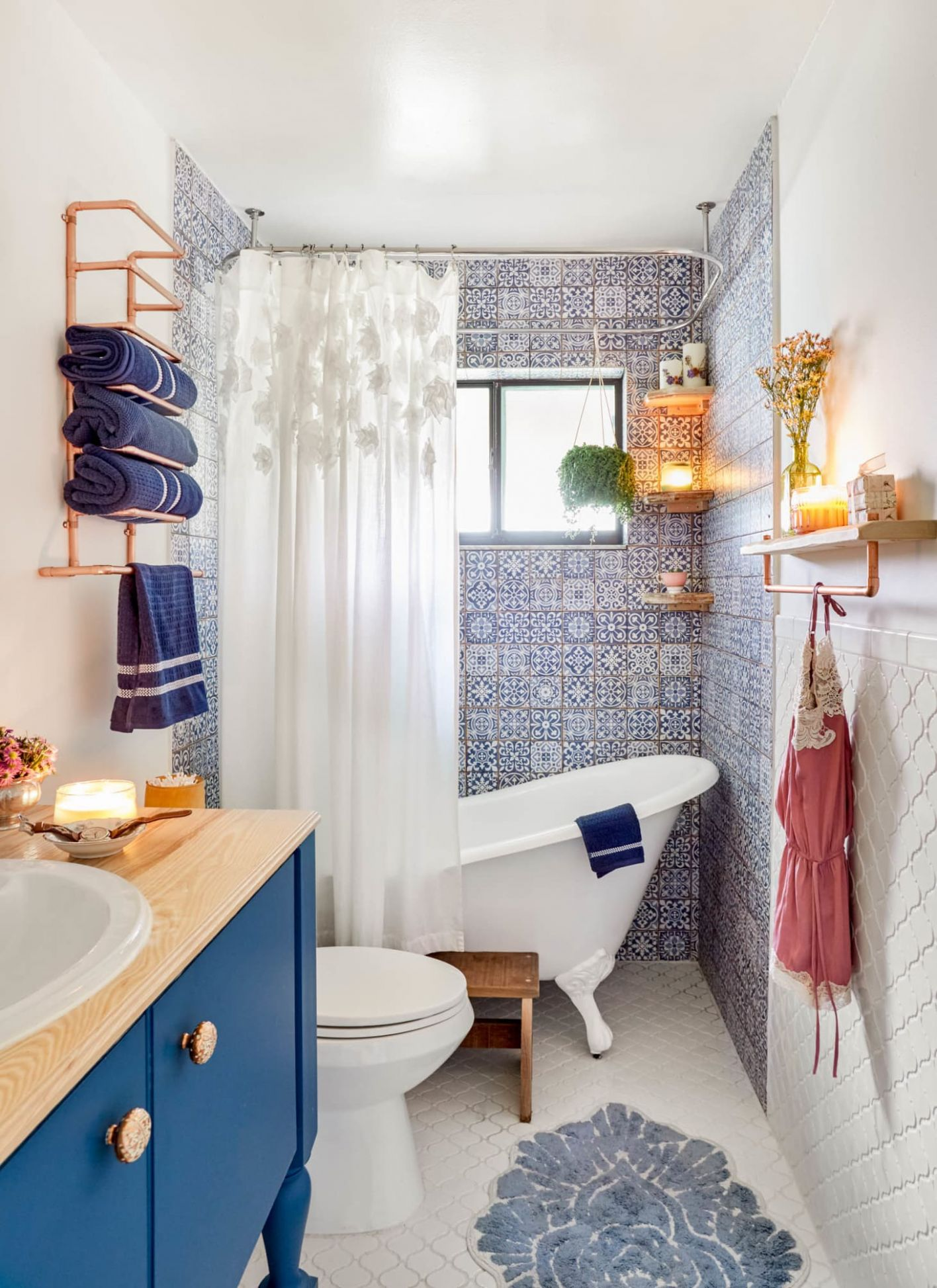 9 Best Small Bathroom Decorating Ideas - Tiny Bathroom Layout ..