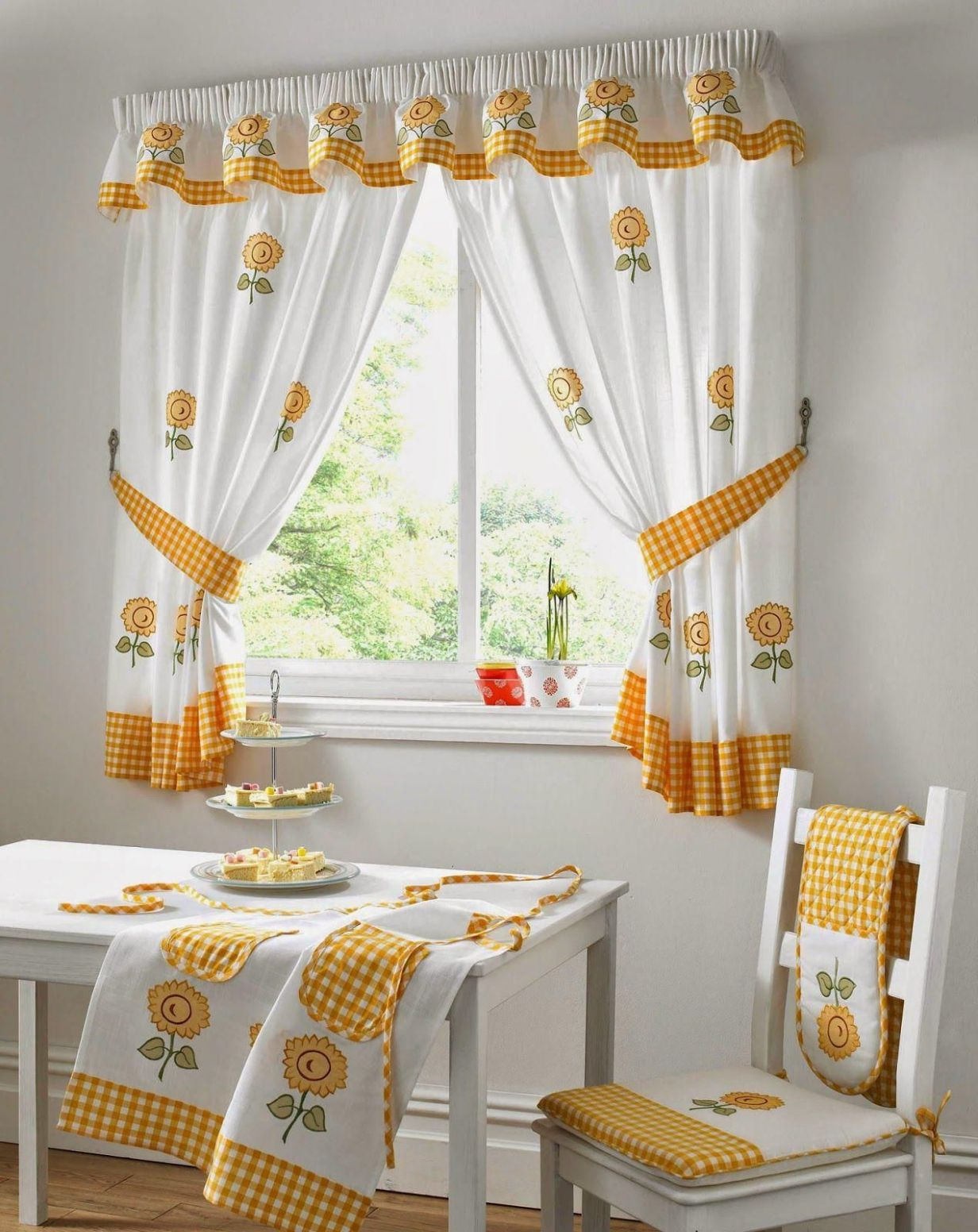 9 Bright Yellow Window Treatments You Would Want to Apply ...