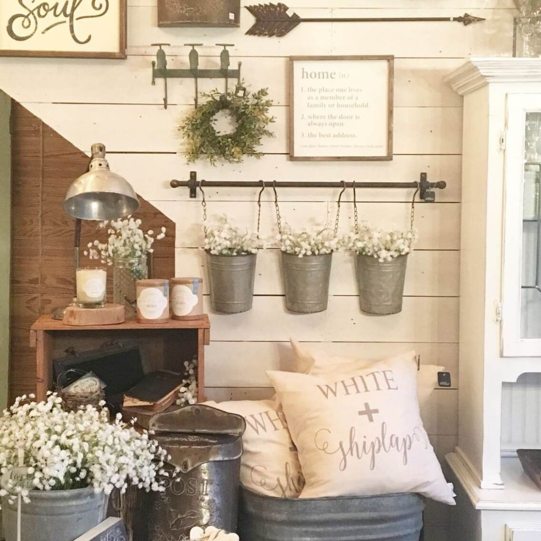 9+ Charming Farmhouse Wall Decor Ideas to Add Some Rustic Flair ...