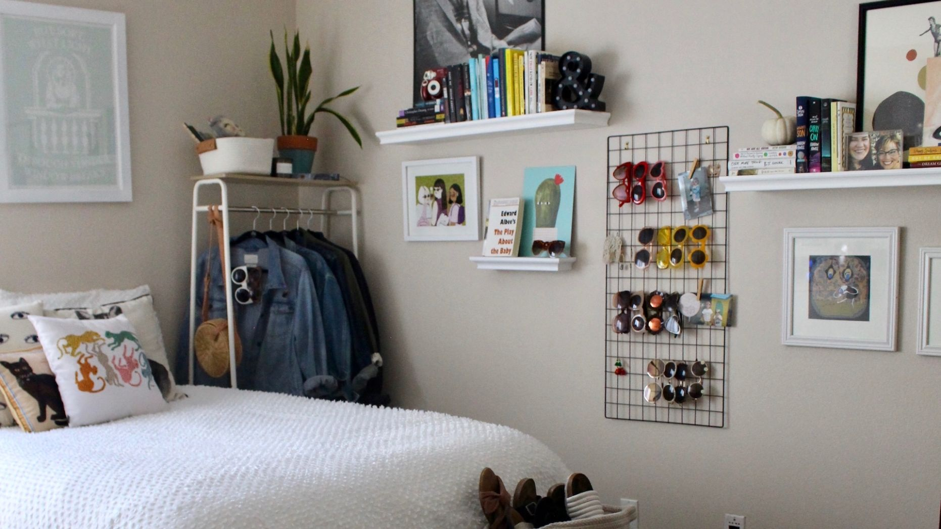 9 Easy Ways to Decorate a Small Bedroom and Make It Feel Like Home ..