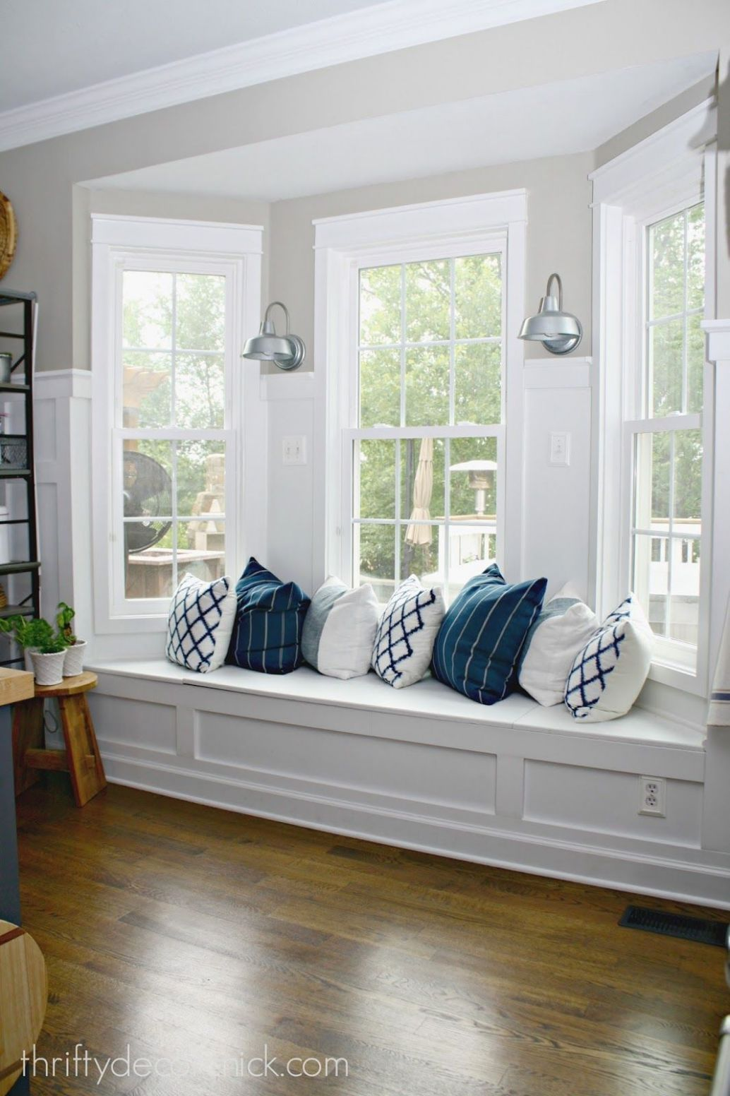 9+ Excellent Bay Window Seat Examples for Your Recess Spot ..