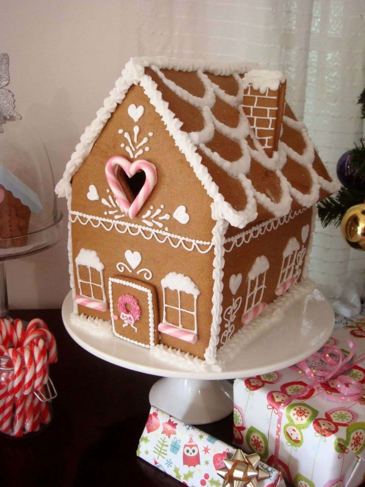 9+ Gingerbread House Decoration Ideas & Photos 9 - gingerbread house inspiration