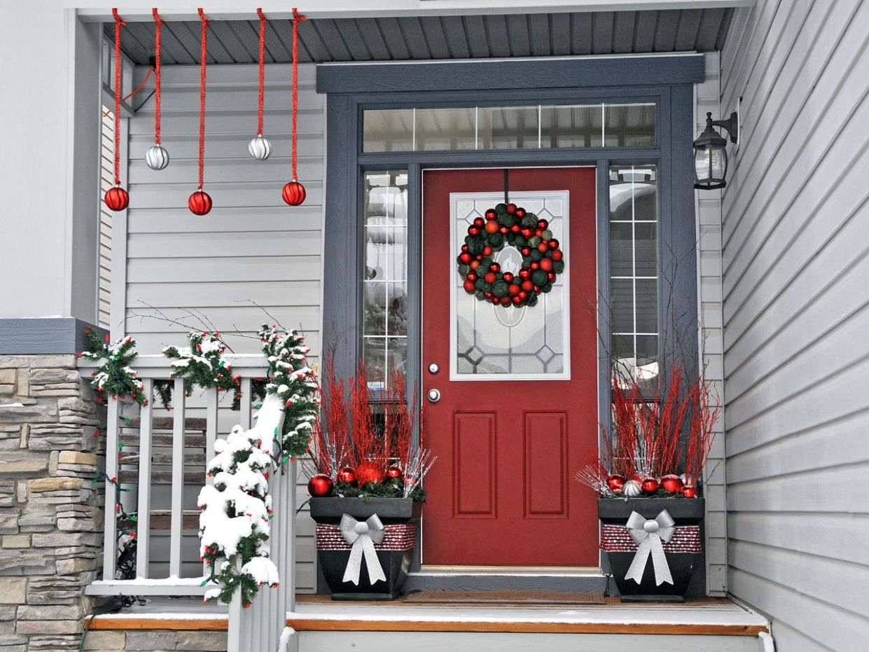 9 Rustic DIY Christmas Decor Ideas for Front Porch - front porch decor christmas