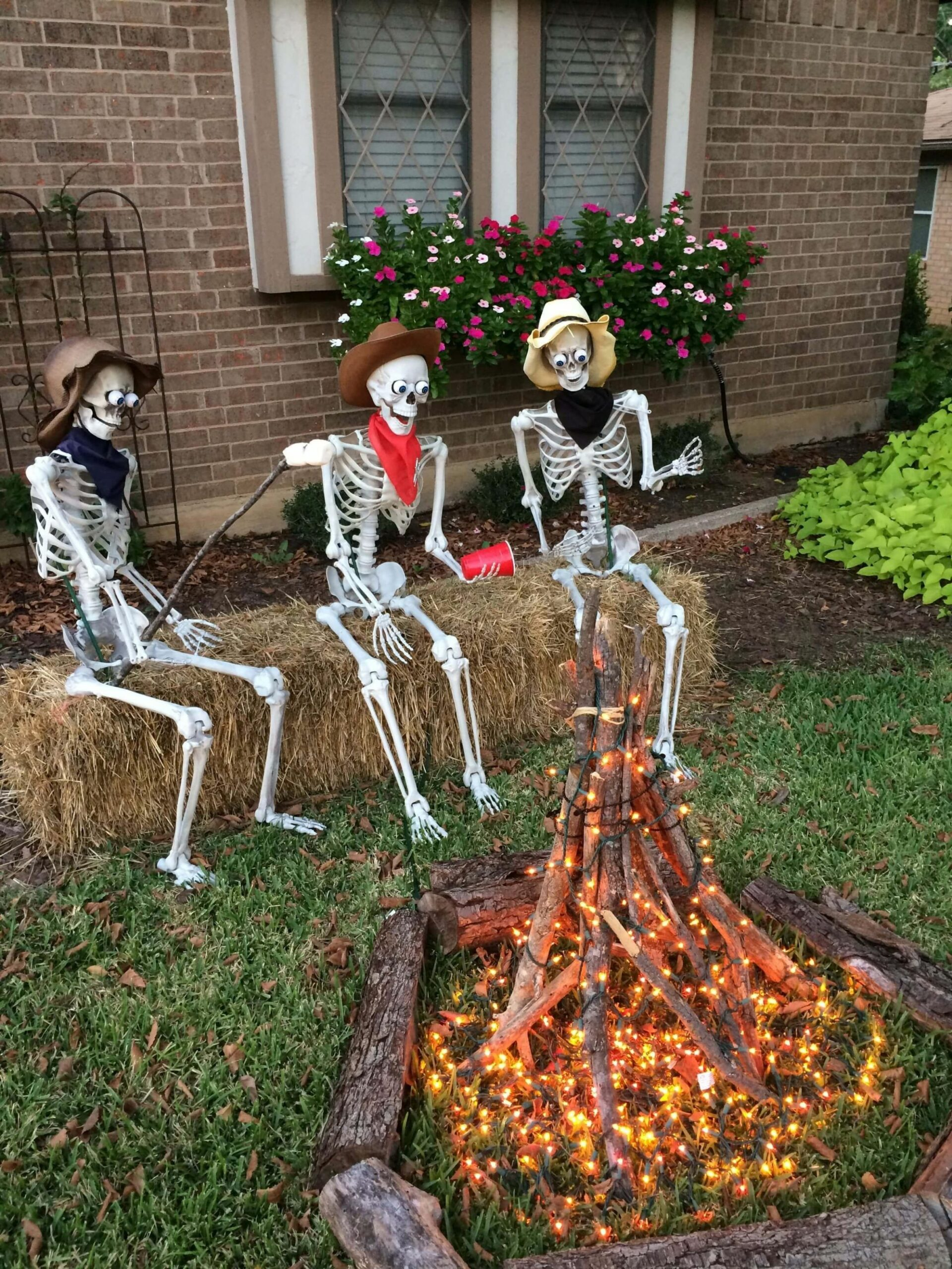 9+ Thrilling Outdoor Halloween Decoration | Homemade halloween ..