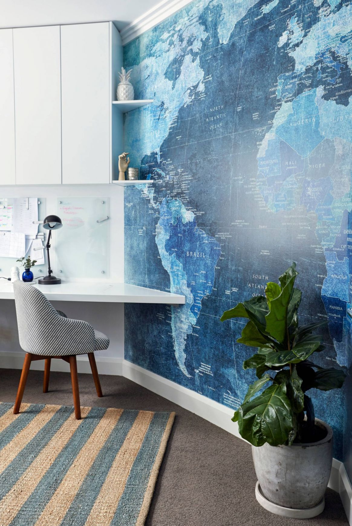 9 Wall Decor Ideas to Take to The Office