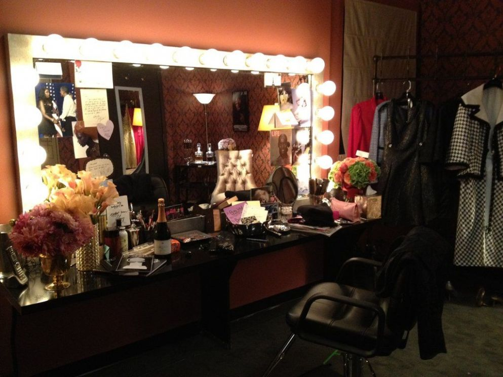 A Behind-the-Scenes Look at the Set of Smash   Dressing room ..