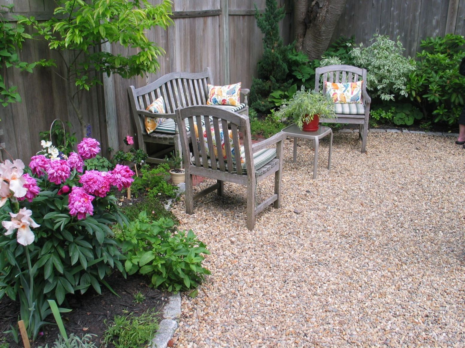 A Gardener Eliminates the Lawn (With images) | Gravel landscaping ...