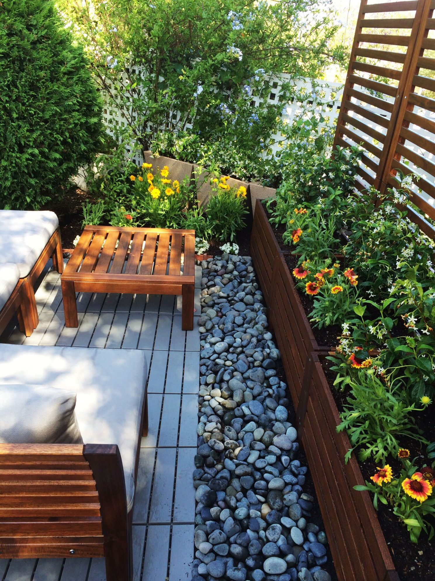 A small seating area created with Applaro pieces from IKEA. | Roof ...