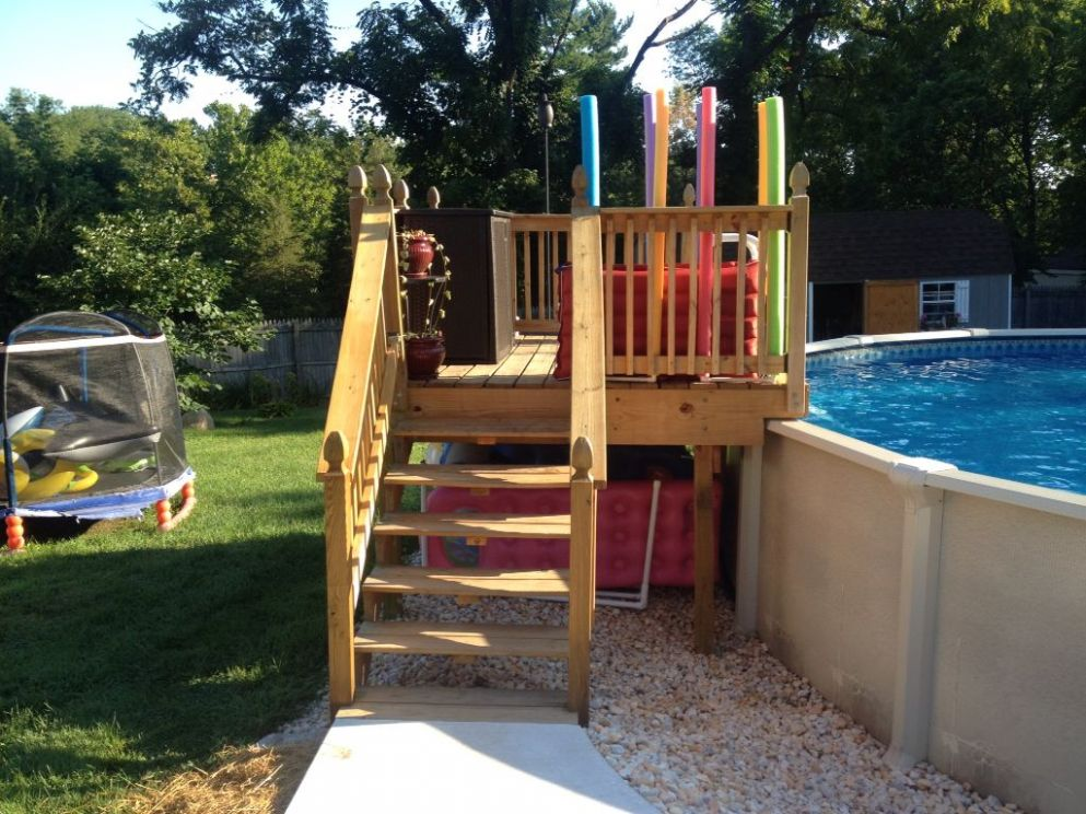 Above ground pool platform. Makes for easier access to pool and ..