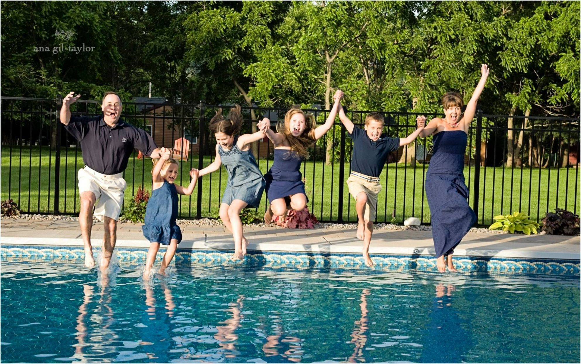 ana gil photography | Adult family pictures, Fun family portraits ...