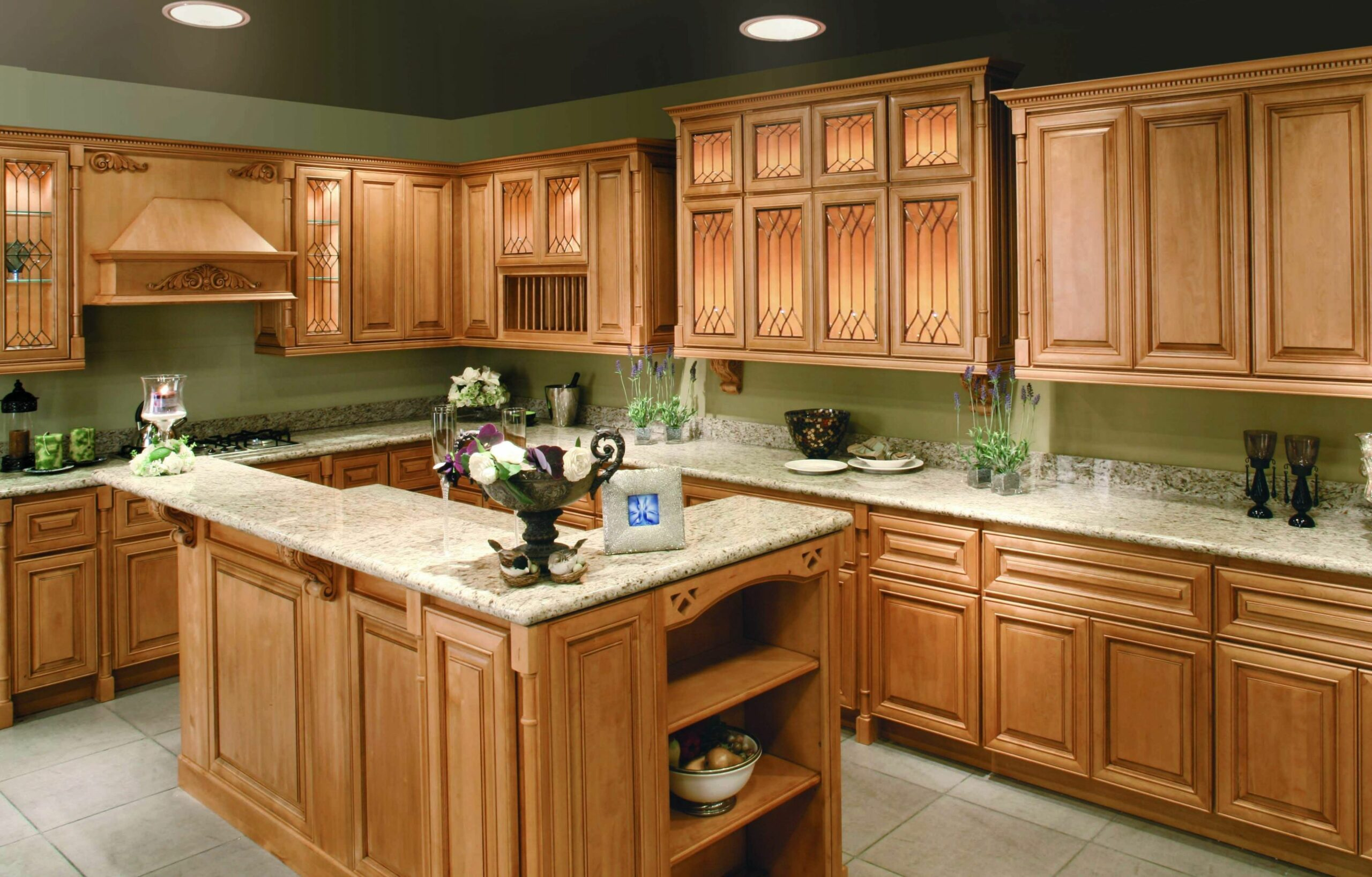 Andie MacDowells Classic Tudor Kitchen @ CUSTOM-HOME.NET | Oak ..