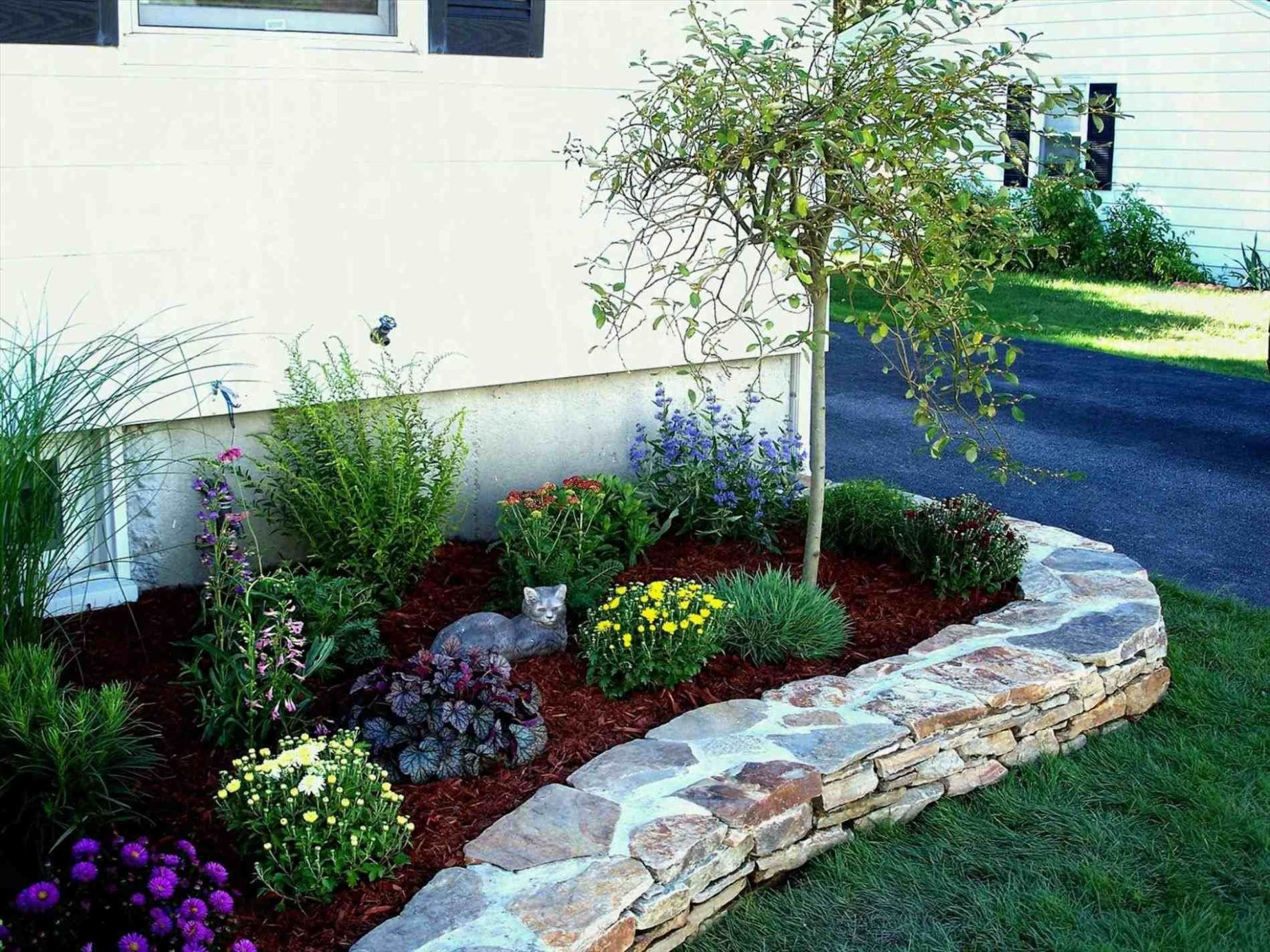 Backyard Landscaping Ideas With Stones | Small backyard gardens ..