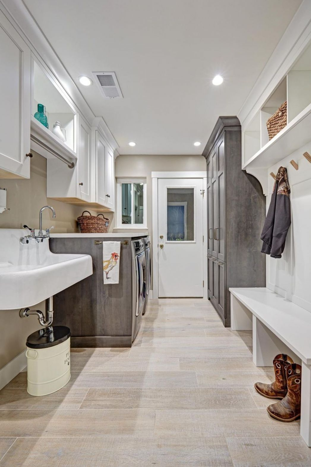 Best Laundry Mudroom Combo Ever Designed | Rustic laundry rooms ..