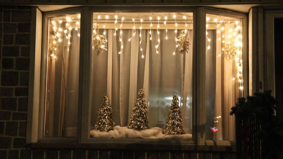 Best Window Lights Decoration Ideas for Christmas - The ..