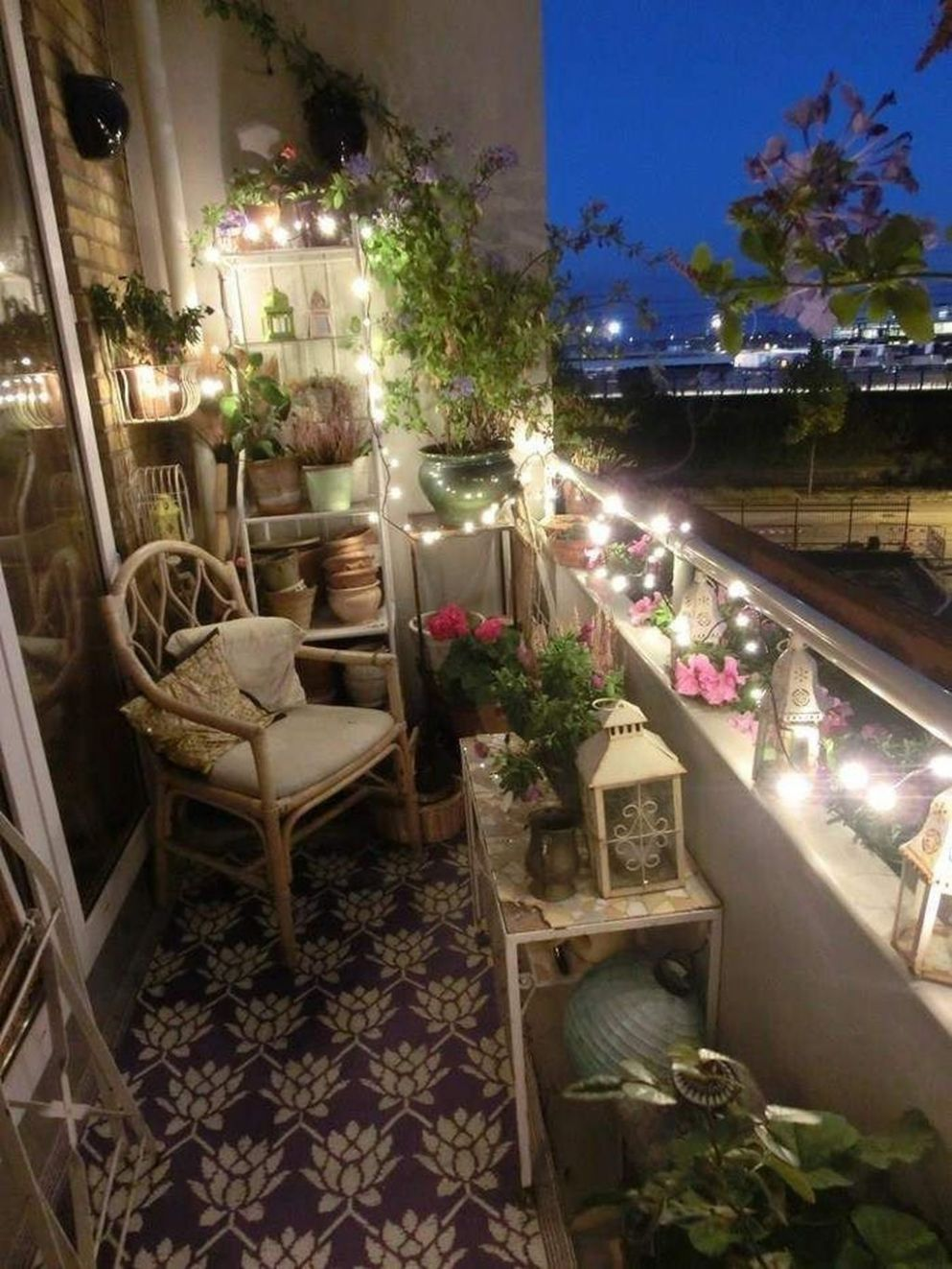 Cool 10 Amazing Balcony Decoration Ideas For Winter. More at https ..