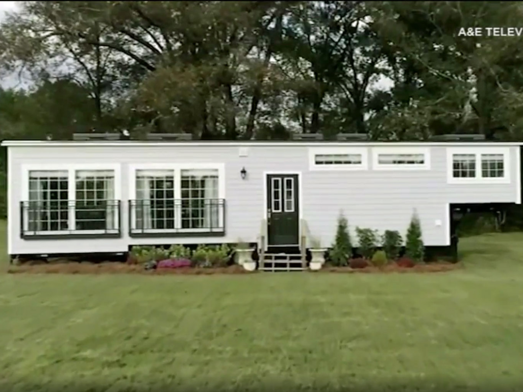 Couple says builder stole their tiny house after appearing on show ..