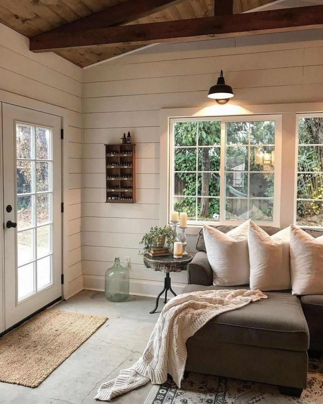 Cozy Modern Farmhouse Sunroom Design Ideas (11 | Rustic farmhouse ..