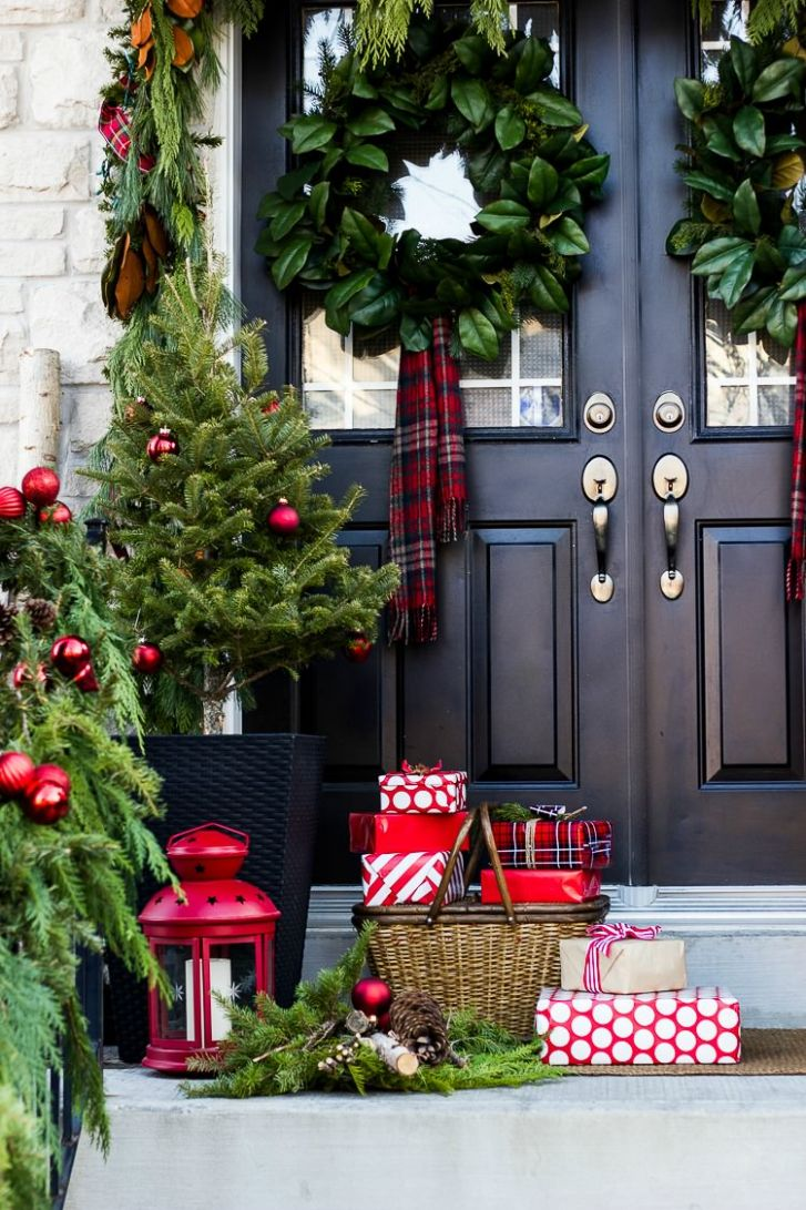 Creative Front Porch Christmas Decorations | The Garden Glove - front porch decor christmas