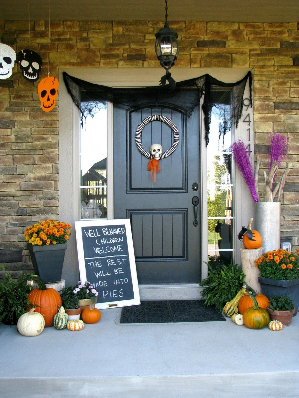 Cute Halloween Front Porch Decorations to Greet Your Guests - front porch decor halloween