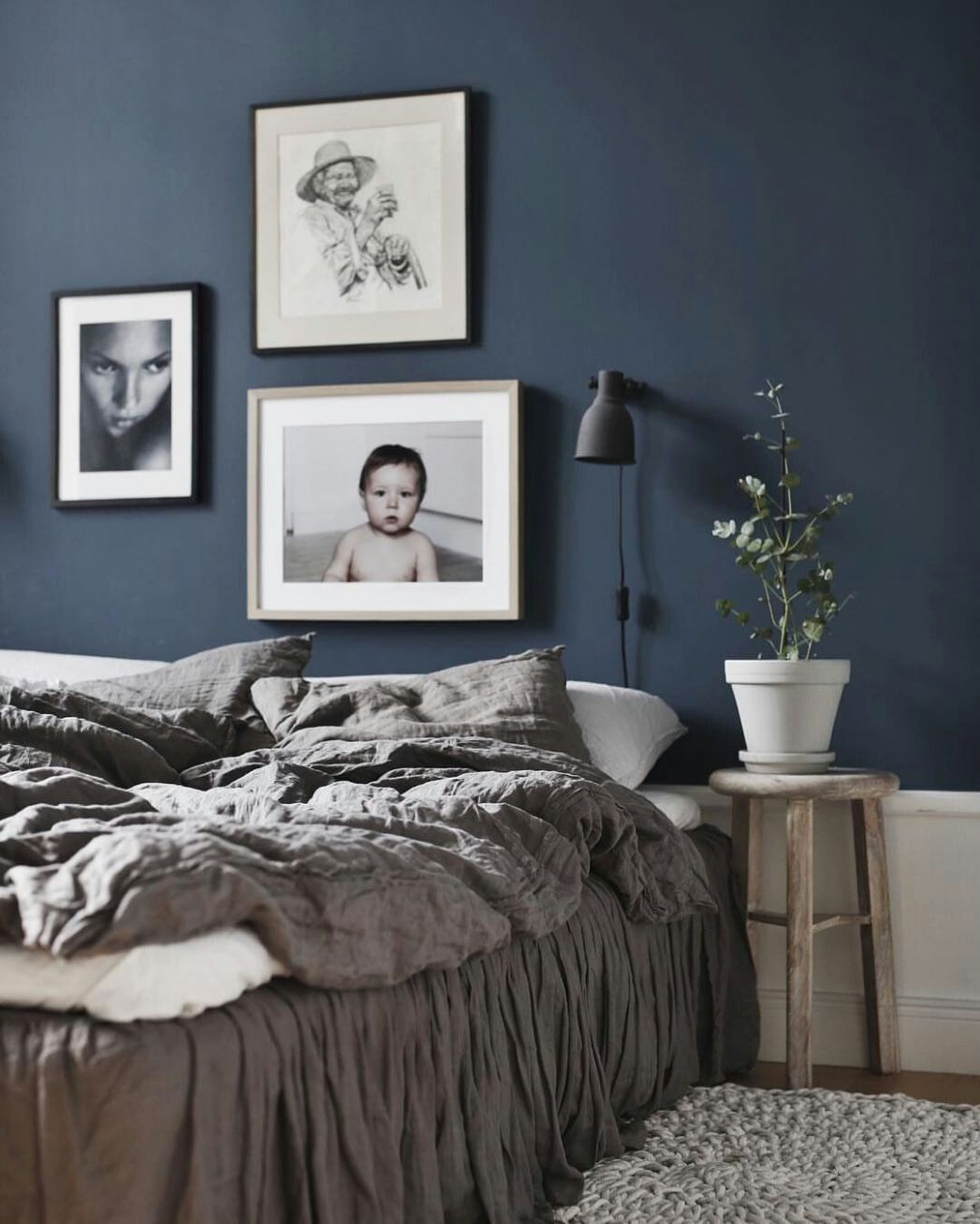 Dark blue bedroom wall | Dunkelgraues schlafzimmer, Schlafzimmer ..