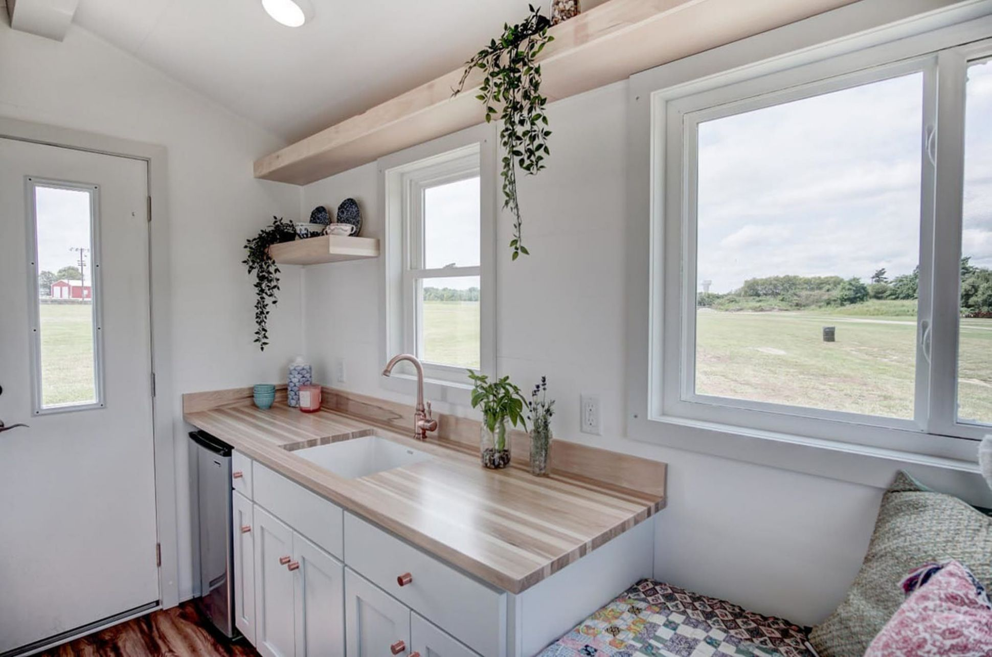 Darling tiny house packs all the essentials in 9 square feet ..